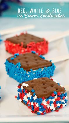 Sprinkle Dipped, Red, White and Blue Ice Cream Sandwiches are a fun easy dessert to make with the kids for the Fourth of July or all summer long. I like her tip to leave the wrappers on while cutting the sandwiches. Patriotic Desserts, 4th Of July Desserts, Holiday Desserts, Mini Desserts, Holiday Treats, Holiday Recipes, Patriotic Party, Patriotic Crafts, Baking Desserts