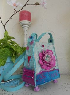 "lovely bag soft pink rose by Rozevilterije on Etsy, €149.00.  great idea to have ""feet"" on the bag, then it doesn't get dirty"