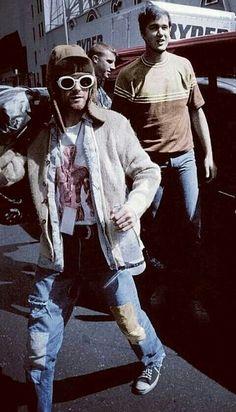 Kurt Cobain with Krist Novoselic – Julia Schönrade – Kurt Cobain with Krist Nov… Kurt Cobain with Krist Novoselic – Julia Schönrade – Kurt Cobain with Krist Novoselic Kurt Cobain with Krist Novoselic – Kurt Cobain Style, Nirvana Kurt Cobain, Banda Nirvana, Guys My Age, Donald Cobain, 90s Fashion Grunge, Art Anime, Joan Jett, Foo Fighters