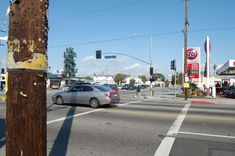 Florence and Normandie - Disturbios de Los Ángeles de 1992 - Wikipedia, la enciclopedia libre Two Way Street, Bing Images, Las Vegas, Street View, Construction, California, Trucks, America, History