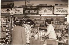 En los años 70, nuestra agua Vichy Catalan ya era una marca reconocida para los consumidores. (Colmado en Sabadell, Barcelona)