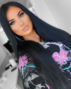 hair makeup – Hair and beauty tips, tricks and tutorials Hairstyles With Bangs, Straight Hairstyles, Brunette Beauty, Hair Beauty, Belle Silhouette, Long Dark Hair, Pretty Eyes, Woman Face, Hair Looks
