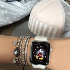 Nice and Simple Silver bracelets complemented by a white banded Apple Watch. You are in the right place about watch wallpaper iphone Here we … Smartwatch, Bracelet Apple Watch, Apple Watch Bands, Apple Watch 3, Apple Watch Fashion, Mode Chanel, Apple Watch Iphone, Silver Apples, Apple Watch Accessories
