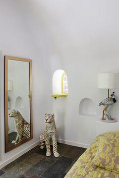 Amazing-Bedroom-Animal-Decor-Mirror-Tiles-Oia-Santorini-VillaforRent-Summer-Holidays-Caldera-View