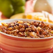 This is a very easy dish to make using a slow cooker process. If you like beef stew, chili beans with meat and corn, you will love this. Slow Cooker Bean Chili, No Bean Chili, Chili Recipes, Crockpot Recipes, Yummy Recipes, Healthy Recipes, Aruba Food, Three Bean Chili Recipe, Granola