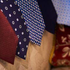 Sleek Silk ties for the smart look of the men in fashion. Seven folded ties look very sleek and smart. Cheap Mens Fashion, Latest Mens Fashion, Trendy Fashion, Fashion Tips, Fashion Styles, Fashion Fashion, Casual Chic Summer, Mens Silk Ties, Men Ties