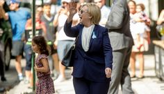 Did Hillary Clinton Use a Body Double After Falling Ill at 9/11 Memorial…
