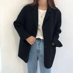Blazer and retro jeans Smart Casual Outfit, Stylish Outfits, Cute Outfits, Black Blazer Smart Casual, Look Fashion, Fashion Outfits, Look Short, Business Outfit, Korean Fashion Trends