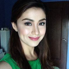 Carla Abellana @carlaangeline | Websta (Webstagram) Beauty Tips For Hair, Beauty Hacks, Filipina Beauty, Dimples, Beauty Makeup, Faces, Make Up, Celebs, Instagram