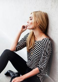 argh I need a slouchy long-sleeved striped tee like this