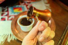 Ekseriyetle Kahve ama '' Fincane'' de denilebilir.