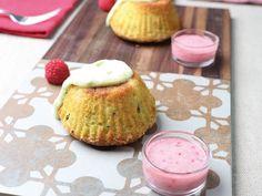 Foto dei muffin alle pere, avocado e infuso d'erbe