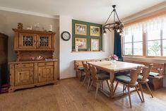 HARTL HAUS Kundenhaus mit Essbereich im Landhausstil Küchen Design, Corner Desk, Furniture, Home Decor, House Styles, Cottage Chic, Essen, Corner Table, Decoration Home