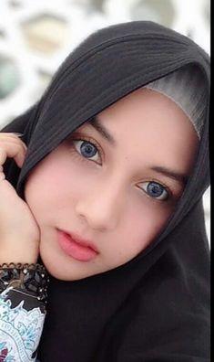 Versions Share ©by: █║ Rhèñdý Hösttâ ║█ Thank you for vis Beautiful Hijab Girl, Beautiful Muslim Women, Lovely Eyes, Stunning Eyes, New Hijab, Moslem, Cute Couple Poses, Muslim Beauty, Arab Women