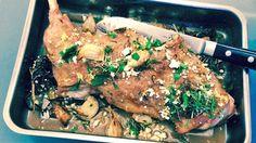 Lise Finckenhagen tilbereder låret av kje – som er ung geit – i ovnen. Steak, Pork, Kale Stir Fry, Pigs, Pork Chops, Steaks
