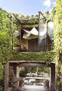 Be still my heart... Look at that little nook  room hidden in the archway! -  (Aug–Sept 2007, Coté Sud. photos: Bernard Touillon) #nook