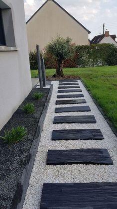40 Front Yard Side Yard and Backyard Landscaping Ideas - Indignant corgi Side Yard Landscaping, Home Landscaping, Backyard Patio, Backyard Ideas, Patio Ideas, Backyard Designs, Diy Patio, Porch Ideas, Black Rock Landscaping
