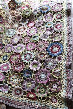 seidenfeins Blog vom schönen Landleben: ✿ Die Winterblumen - Häkeldecke * DIY * ✿ the winter flower crochet blanket !