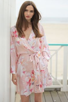 Dream Lover Bridal Party Robe by Yumi Kim. The kimono-inspired design and Love Is In The Air Cameo floral robe is perfect for bridesmaids on wedding day. Kimono Fashion, Pop Fashion, Trendy Fashion, Runway Fashion, Bridal Party Robes, Bridesmaid Robes, Bridesmaids, Lounge Wear, Clothes