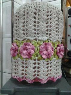 Capa para galão de agua de 20 litros, feito com barbante em croche.  Pode ser feito na cor que quizer. R$ 40,00