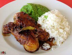 """SOSCuisine: #Poulet """"adobo""""  Pilons de poulet cuits dans un mélange de vinaigre, sauce soja, ail, grains de poivre et feuilles de laurier.  Le poulet ou le porc «adobo» est le plat national des Philippines. Chaque famille a sa propre recette qui peut demander ou non de mariner la viande, mais qui prévoit toujours de la frire (le mot « adobo » signifie « frire »)."""