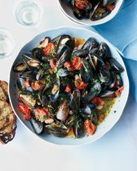 F&W Best New Chef 1996 Michael Schlow adds white beans and smoky chorizo to mussels for a hearty, substantial meal.Slideshow: Recipes for Mussels Chorizo Recipes, Shellfish Recipes, Seafood Recipes, Fish Dishes, Seafood Dishes, Fish And Seafood, Main Dishes, Wine Recipes, Food Network Recipes