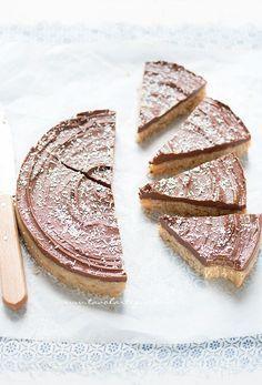 La Torta cocco e cioccolato fredda, è una tortasquisita, a base di biscotti, farina di cocco e cioccolato. E'facilissima e veloceda preparare ed è senza cottura! Per quanto la consistenza …