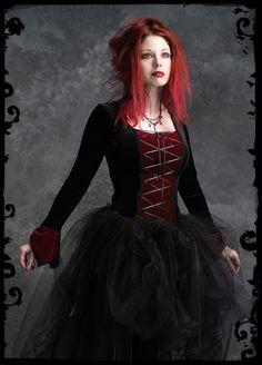 Google Image Result for http://1.bp.blogspot.com/-q5pzPXg74LM/TbT1zKzq2MI/AAAAAAAAAps/ie1x2Sd2U0Y/s1600/Custom-Gothic-Wedding-Dress.jpg