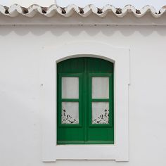 The green #window.   #traditionalhouse #windows_aroundtheworld #portugal  At joandso.com LinkInBio  Photo by @joandso by joandso
