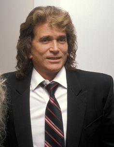 """Michael Landon...Auch Landon wurde für seine Rolle für zahlreiche Awards nominiert. Vielen ist der Schauspieler auch aus der Serie """"Ein Engel auf Erden"""" bekannt. Michael Landon verstarb im Jahr 1991 an Bauchspeicheldrüsenkrebs. Er wurde nur 55 Jahre alt."""