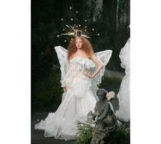 les robes de mariée mythiques iconiques de la haute couture mariage Lily Cole au défilé haute couture Christian Dior automne-hiver 2005-2006...