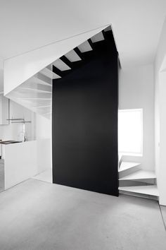 Professionals in staircase design, construction and stairs installation. In addition EeStairs offers design services on stairs and balustrades.Check out our work >> Escalier Design, White Stairs, Black Staircase, Spiral Staircase, Balustrades, Stair Handrail, Handrail Ideas, Black And White Interior, Black White