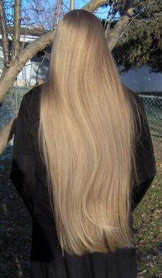 picture taken by ~DragonStella ^^ i love this picture cause it looks rly awsome and it sorta shows some of my natural highlights. Beautiful Long Hair, Gorgeous Hair, Natural Highlights, Silky Hair, Mermaid Hair, Layered Cuts, Ginger Hair, Hair Pictures, Female Images