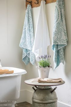 And when it comes to bath towels, I think plush and soft is the best way to go! I also love to mix two different colors or styles in the bath so that guests know which towel is theirs. Rustic Bathroom Decor, Rustic Bathrooms, Romantic Homes, Elegant Homes, Walmart Home, Bright Decor, Bright Homes, White Towels, Large Homes
