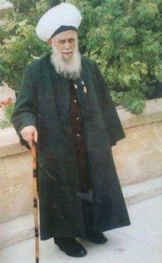 """Ein langes Leben voll Gutem -  Sie fragten den Propheten (saws): """"Wer ist der Beste der Menschen?"""" Er (saws) sagte: """"Derjenige, der lange lebt und Gutes tut sein ganzes Leben lang. Er ist der Beste der Menschen."""" Er tat sein ganzes Leben lang Gutes, tat, was Allah befahl. Es kann nichts besser sein als das. Der Prophet (saws) beschrieb ihn so denjenigen gegenüber, die ihn fragten. Sie fragten: """"Wer ist der Schlimmste der Menschen?"""" Er (saws) sagte: """"Derjenige, der lange lebt, aber nichts…"""