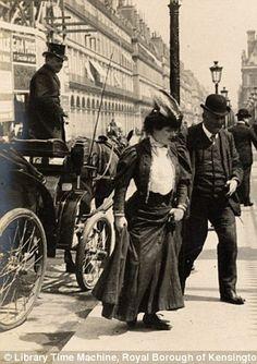 Belle Epoque Fashion- Vintage photos glimpse into Paris Street Fashion Styles 1905 to 1908 Antique Photos, Vintage Pictures, Vintage Photographs, Old Pictures, Old Photos, Paris 1900, Old Paris, Vintage Paris, Paris Paris