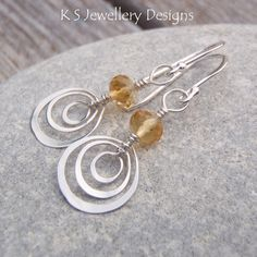 This wirework tutorial shows you how to create beautiful HAMMERED HEARTS EARRINGS with close-up photos and detailed step-by-step instructions.  It is ideal for a beginner/improver as it includes a number of WIREWORK TIPS to help you master some of the techniques of shaping and hammering wire.  The tutorial also includes guidance on how to create different hammered shape earrings.  MATERIALS YOU WILL NEED: 24 gauge soft round wire Round or faceted rondelle beads (approx. 4mm) Earwires  NB...