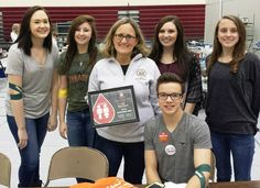Congratulations to Ross High School - a CBC Red Cord Honor School for 2015-2016! Coordinator Sharon Berlage accepted the award with student donors & volunteers at Friday's campus blood drive.