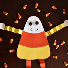 diy-candy-corn-decorations-candy-corn-man Halloween Candy, Easy Halloween, Preschool Halloween, Candy Corn Crafts, Toddler Art, Nifty, Craft Projects, Decorations, Fall