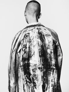 Colby in Peter Do painted coat. Photographed by Eric White. Styled by Jessica Wu. Tokyo Fashion, Mens Fashion, V Model, Casual Wear For Men, Fashion Details, Fashion Design, Inspiration Mode, Mode Style, Men's Style