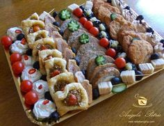 Platou rece aperitiv Finger Food Appetizers, Finger Foods, Appetizer Recipes, Romanian Food, Romanian Recipes, Food Art, Cooking Tips, Cookie Recipes, Sushi
