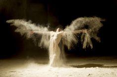 Fotógrafo registra movimentos de dançarinos na areia: O resultado é fascinante | Literatortura