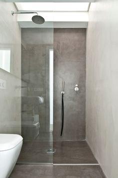 Baño estudio: piso y fondo oscuro. Laterales claros mas espejos... Concrete Shower, Concrete Bathroom, Bathroom Wall, Bad Inspiration, Bathroom Inspiration, Small Bathroom Plans, Wet Rooms, Dream Bathrooms, Bathroom Interior Design