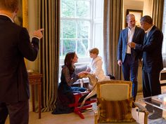 Kate Middleton, Prince William and Prince Harry hosted President Barack Obama and Michelle Obama . Kate Und William, Prince William Et Kate, Prince Harry Et Meghan, Prince George Alexander Louis, Prince Henry, Prince Charles, Michelle Obama, Barack Obama, Prince Georges