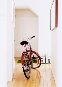 We like this 70s #refurbished #beachCruiser bike   from #Oakland #Downtown #Interiors of @Lisa Phillips-Barton Baird via @Rue Mapp Magazine @Vanessa Correa We discovered this ravishing apartment thanks to #RueMagazine & our friend/muse #VanessaCorrea. Not only Lisa Baird is Vanessa's partner in the up-coming #sustainableJewelry venture #Coleoptere but she also launched #YachtLegend on top of working for the Bill and Melinda Gates foundation! Click on pic to read the whole article.