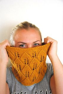 This is a simple lace cowl in a leaf pattern. The pattern includes both written and charted instructions and two alternative edgings.