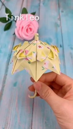 DIY Wedding Princess Umbrella Decoration Every girl has a dream to travel around the world by holding the umbrella. Use color paper to make the princess umbrella. Diy Crafts Hacks, Diy Crafts For Gifts, Diy Arts And Crafts, Creative Crafts, Diy Projects, Paper Crafts Origami, Paper Crafts For Kids, Diy Paper, Paper Crafting
