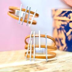 Nouveau tutoriel Bracelet en cuir aux lignes graphiques #tutoriel #diy #bracelet #cuir #graphique #leather #bracelets #boho #navajo #bijoux #femme #mode #tendance #perlescorner @perlescorner Vide, Bijoux Diy, Bracelets, Couture, Handmade, Diy Tutorial, Battle, Trending Fashion, Bead