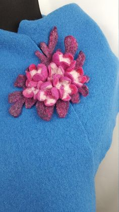 Handmade magenta and pink brooch with flowers, felted wool decoration, OOAK seed beads accessory Felted Wool, Wool Felt, Magenta, Om, Brooch, Trending Outfits, Unique Jewelry, Handmade Gifts, Flowers