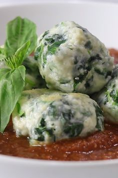 Malfatti is an easy Italian dumpling made with ricotta cheese. This is an easy, fast and delicious dinner. The dumplings are light, fluffy and tender. Healthy Italian Recipes, Italian Dinner Recipes, Vegetarian Recipes, Italian Menu, Italian Foods, Italian Desserts, Pasta Casera, Pasta Dinners, Steak Dinners